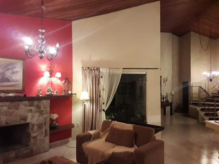 Linda casa em Condomínio alto padrão em Sorocaba,