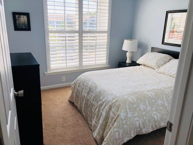 2nd Bedroom-Full size bed