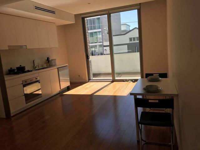 Camperdown 近悉尼大学和UTS小户型复式公寓