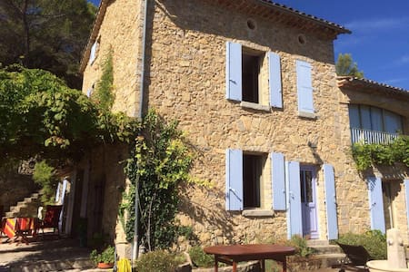 Room with beautiful outlook and  community pool - Cotignac