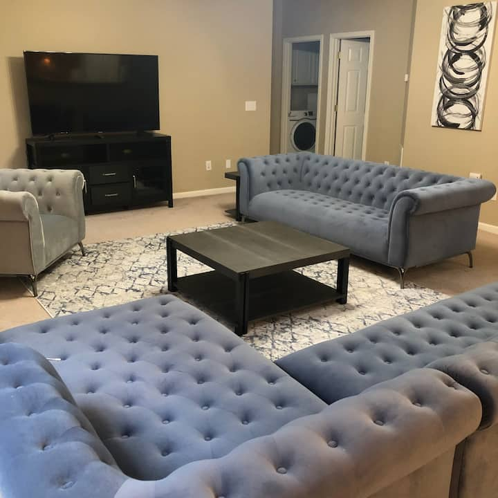 Spacious High Point home with showroom furniture!
