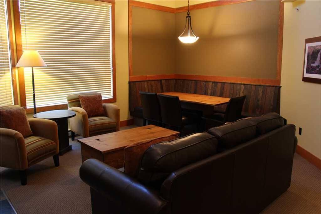 T640 Living Room 3