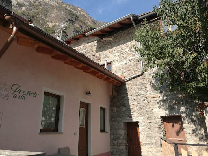 """""""Pressoir à vin"""" Casa vacanze,Arnad(Valle d'Aosta)"""
