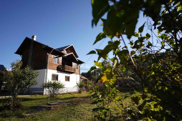 Spacious Chalet in a hills area, by the river