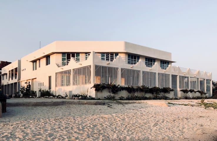 Deco Beach Club - Villa # 1 - Beach with Style!