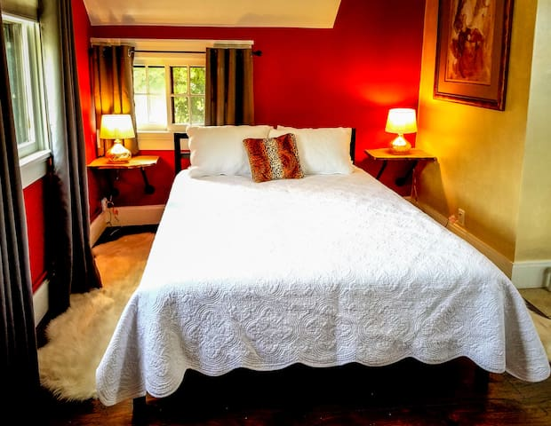 """""""Carmine"""" Room features Queen Bed with memory foam mattress"""
