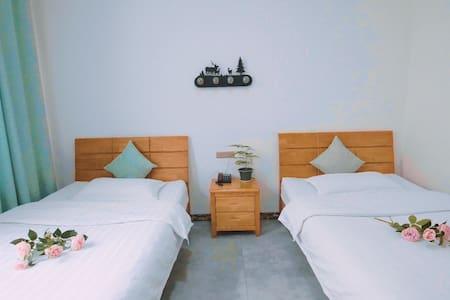 每日消毒/24h免费接送机/栖下民宿清新双床房/西安咸阳机场