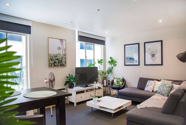 Spacious 1BDR Appt in the HEART of Melbourne CBD!