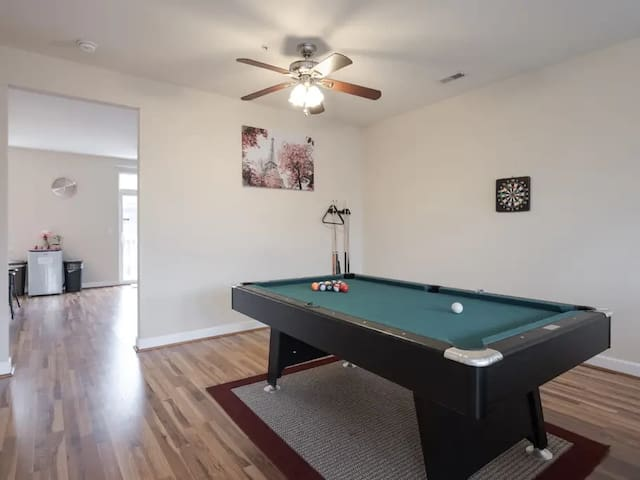 Cheap and Clean room with essential& parking in DC
