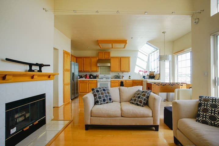 Luxury Ping-Pong Game House 2BD/1.5BA w View