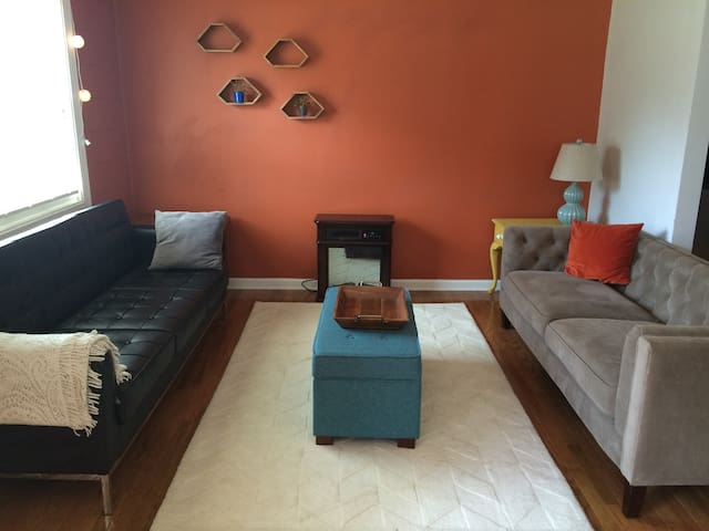 2 bdrm refinished apt, short walk downtown - Durham - Pis