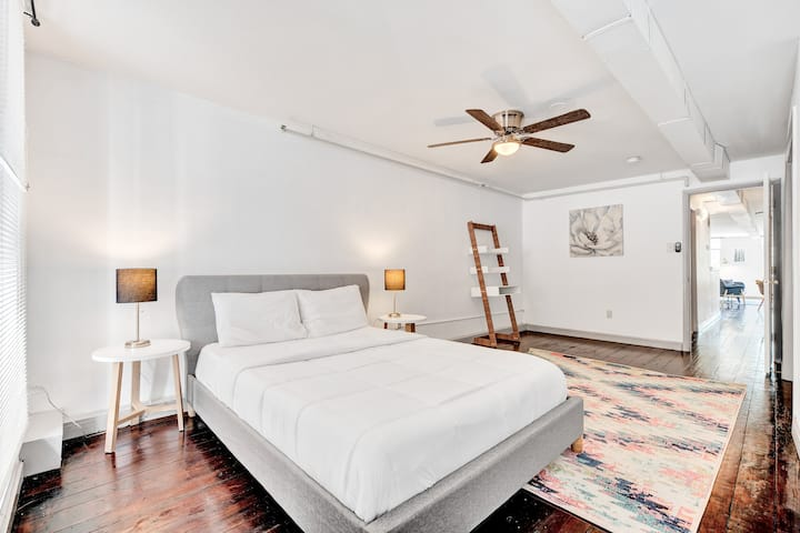 Bright 1BR Retreat In Historic Old City
