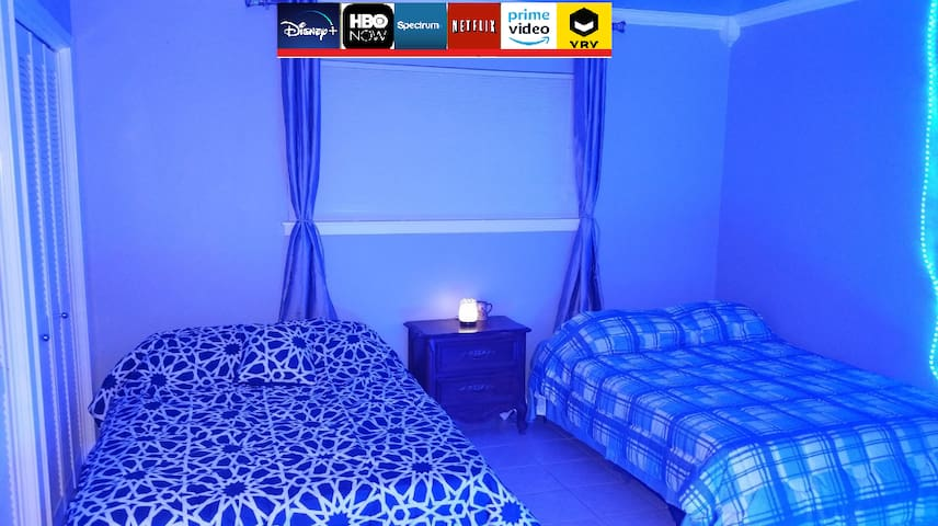 Blue Room w/streaming + games, disinfected daily!