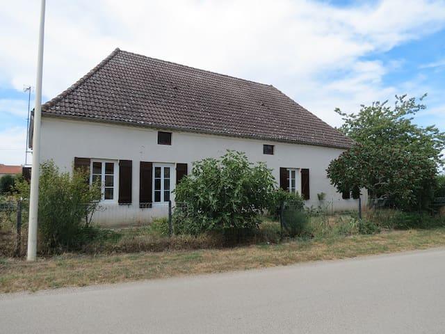 Chambre tout confort à la ferme - Pagny-le-Château