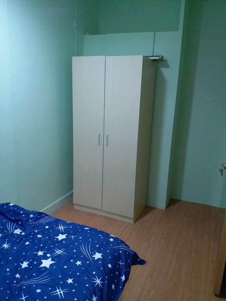 Nice Flat Share Room in Kennedy Town (K6d)