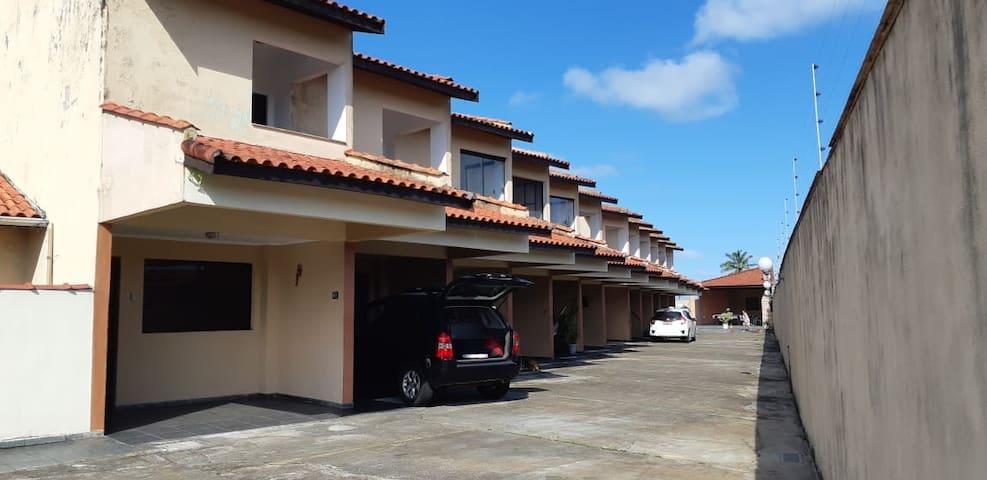 Casa em condomínio - 50 m da praia - Mongaguá