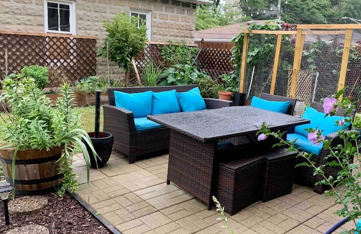 Private & Cozy Garden - walks from Metra/Blue line