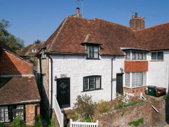Charming cottage minutes from the South Downs Way