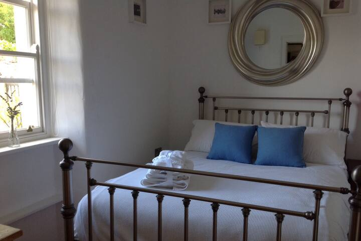 Double bedroom with full ensuite bathroom