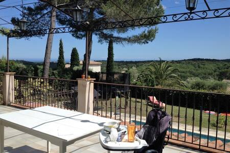 Chambre indépendante vue piscine - Valbonne