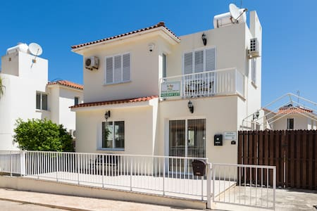 Villa Jenivia - 2 Bed with Wi-Fi and Satellite TV - Pernera