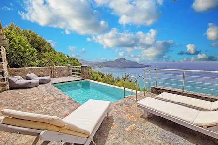 Pyrgos4 Luxury villa,Incredible sea view,Private pool