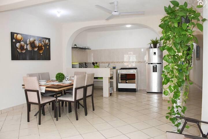 Bonita y comfortable casa en el Centro de PV!