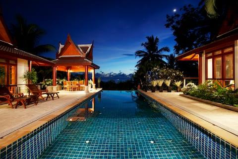 Wspaniała tajska willa z widokiem na basen i wzgórze