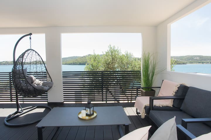Brand New Beachfront Home, 2bedroom/2bath, in Camp