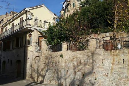 Villetta indipendente su due piani - Monsampolo del Tronto