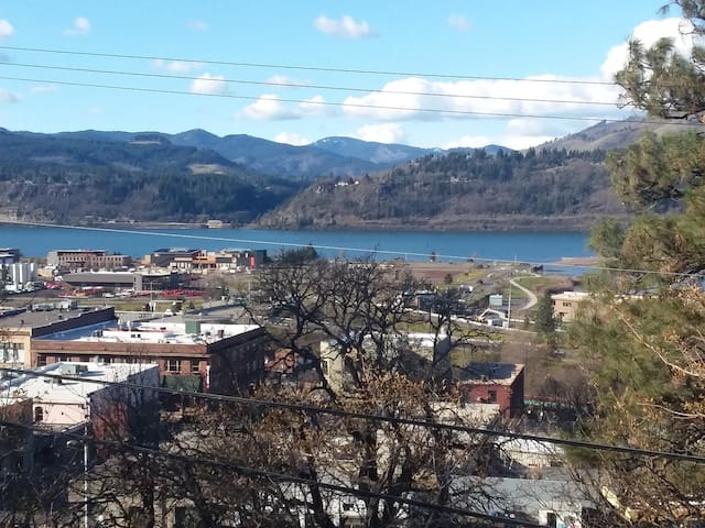 1 Block from the town of Hood River.  Looking at the Columbia River.