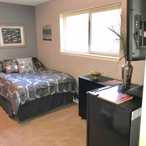 Huge private room in the heart of Arlington!