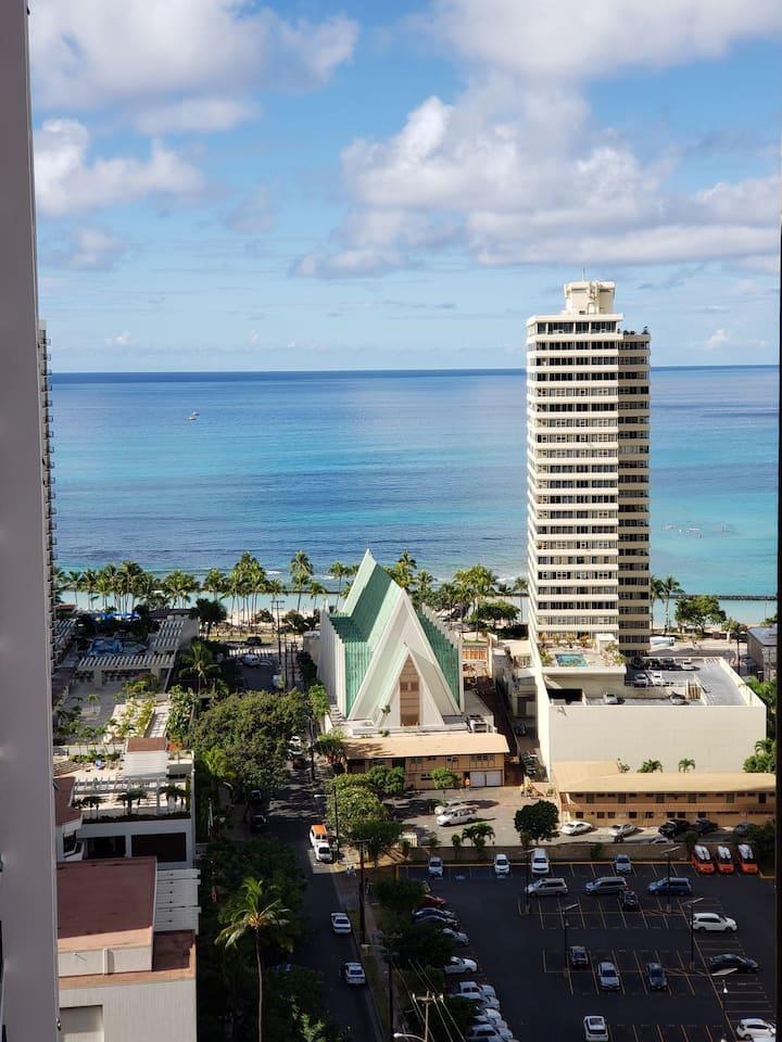 Waikiki Banyan Oceanviews 1 Bedroom Free Parking!