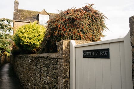 Pretty Detached cottage Stow on the Wold, Cotswold