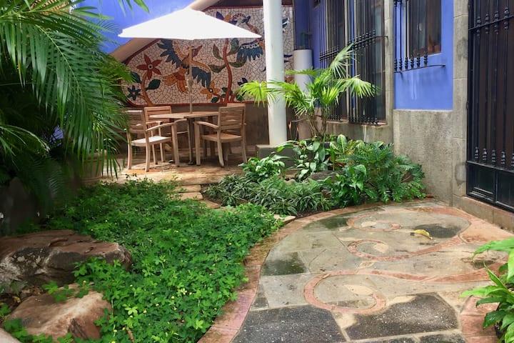 Charming Garden Casita