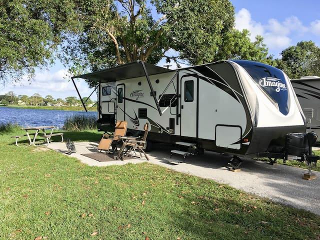 2018 Grand Design on Lake Osborne Sleeps 6