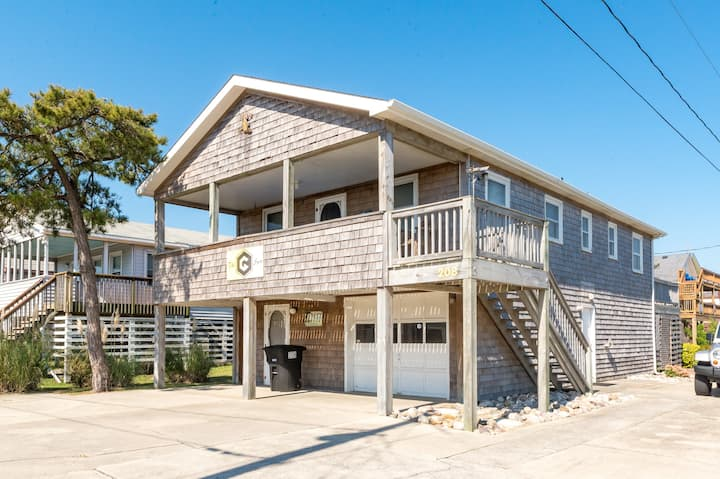 K1306 G-Spot. The Perfect Getaway Location! Steps away from the Beach! | 3 Bedroom, 2 Bathroom