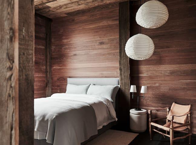 Blue Room - Queen bed