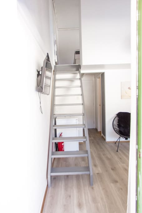 Trapp til soverom (Stairs to bedroom)