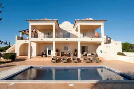 Fabulous 4 bedroom villa located at Martinhal - サグレス