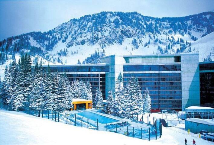 Cliff Club, Snowbird ski-in/ski-out Dec.23-30 2017
