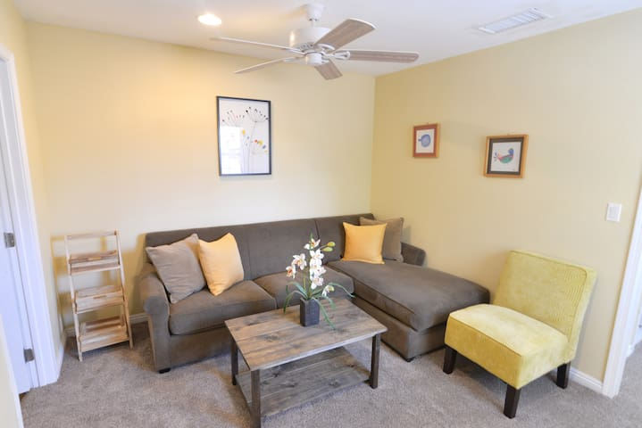 [2 Bedroom Guesthouse Central & Close 2 Disney]