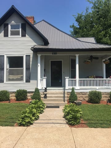 Private home Downtown!