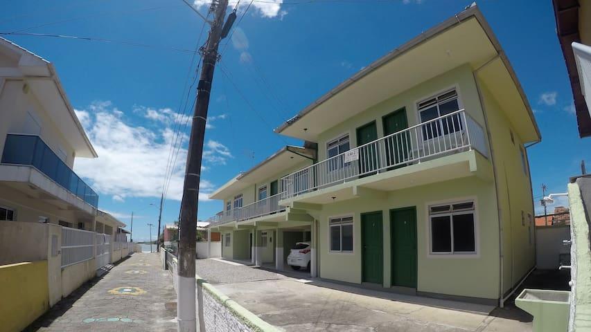 Hostel Inn Praia da Armação Apt. 3 (Next to beach)