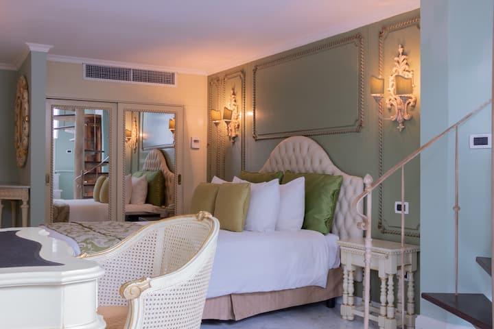 50m2 luxury duplex suite in 5* boutique hotel