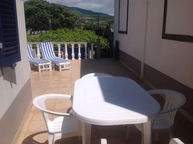 esplanada / terrace / terrasse