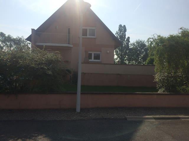 Maison avec terrasse et piscine proche de Colmar