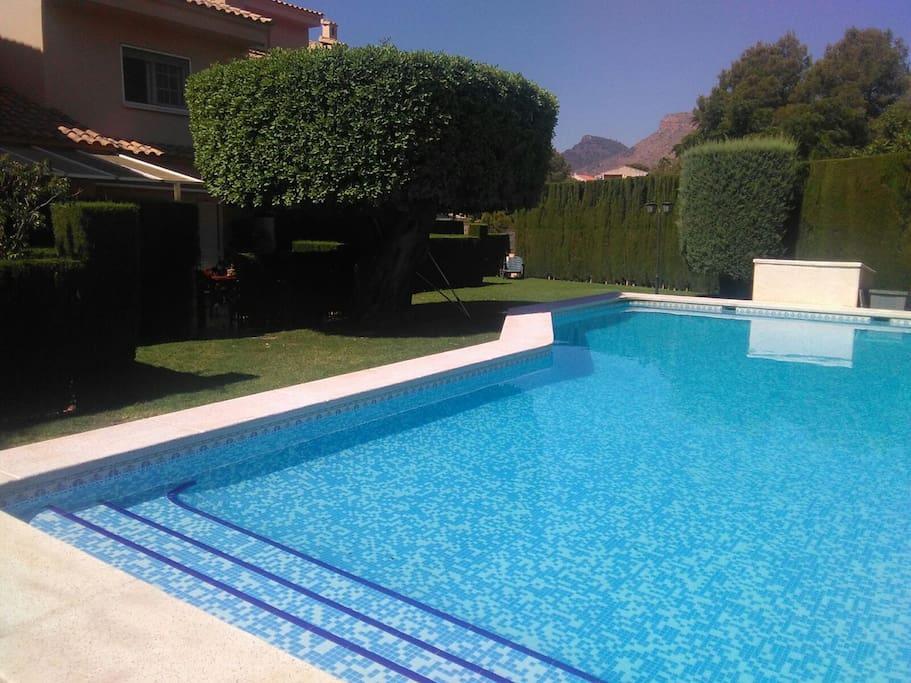 Adosado en petres con piscina adosados en alquiler en for Camping con piscina climatizada en comunidad valenciana