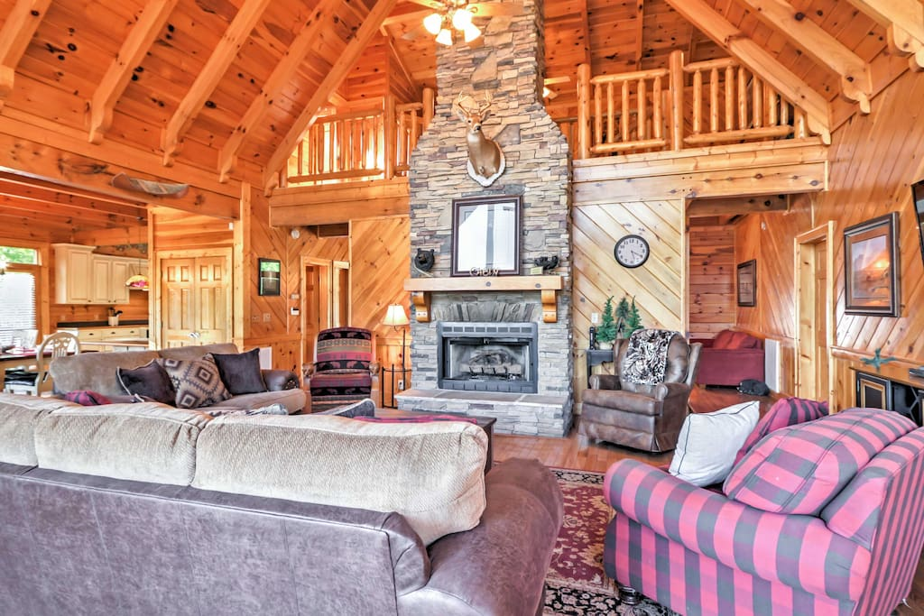 With vaulted ceilings, beautiful wood beams and plush furnishings, the interior of this home fully embodies the warmth of a cabin.