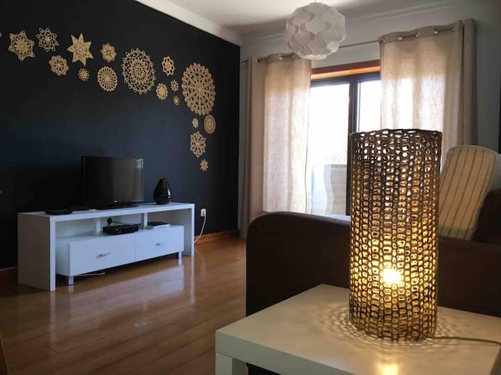 Apartamento com muita luz natural e grande varanda